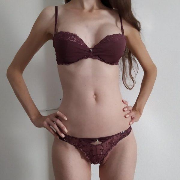 Modelka Tina so silikónmi na filmovanie amatérskeho porna, Bratislava